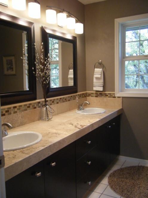 Modern rustic bathroom in greige beige and brown cute lamps