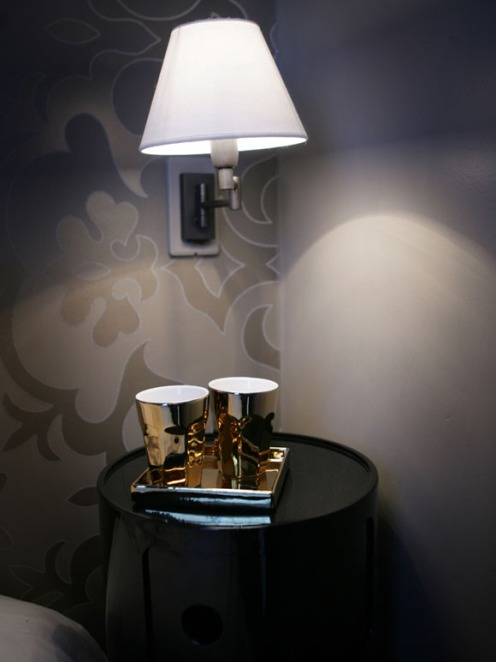 brown wallpaper bedroom gold cups