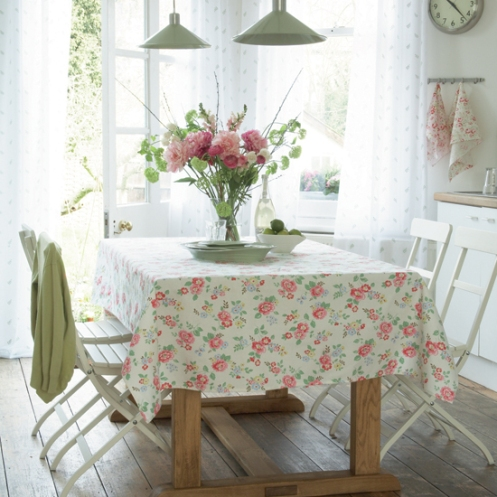 white and pink roses romantic country kitchen dining area