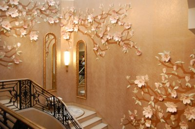 Beige wallpaper with 3D flower details