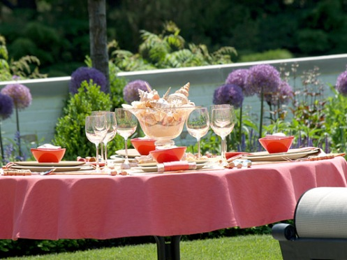 pink red beige tablesetting