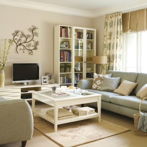 beach style home beige and blue living room