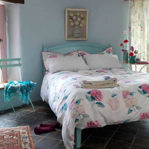 turquoise pink white romantic rose pattern bedroom