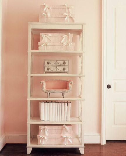 lighr pink and white bedroom shef detail