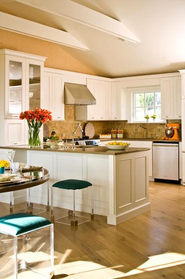 beachy coastal style kitchen