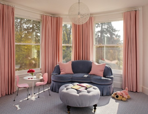white room with bluee sofa and carpet, pink curtains