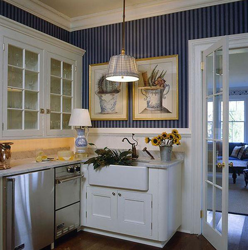 white and blue nautical style kitchen