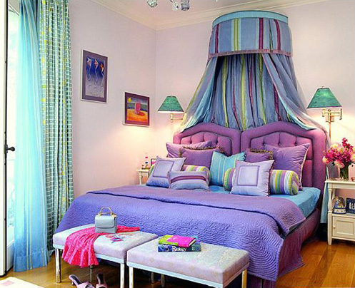 Modern-bedroom-with-relaxing-blue-purple-and-green-colors-and-pictures